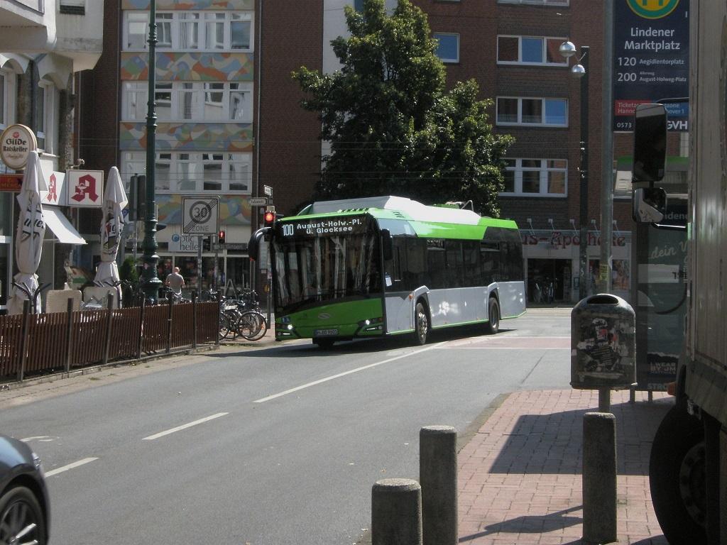 2016 Solaris E-Bus Lindener Marktplatz von vorne.jpg