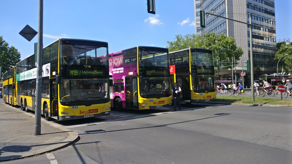 busseanderuraniavika5.png