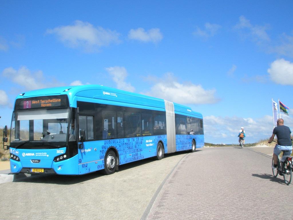 Terschelling Elektrobusse Gelenkbus.jpg
