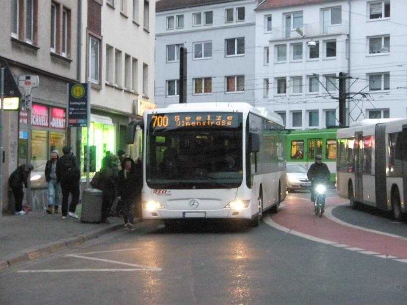 Regiobusse am Goethekreisel.jpg