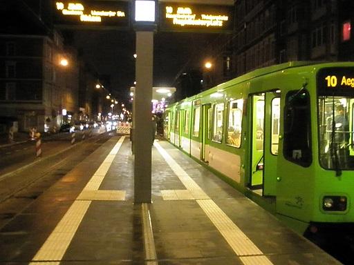Proj 10 17 Hochbahnsteig Goetheplatz bei Nacht klein.jpg