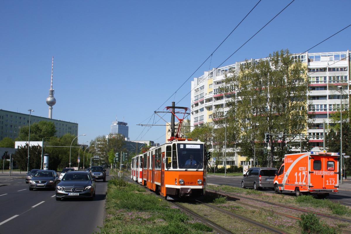 2019-04-21 Themenfahrt - 2a Platz d. V. Nationen Tatra 481 + 282-1284x856.JPG