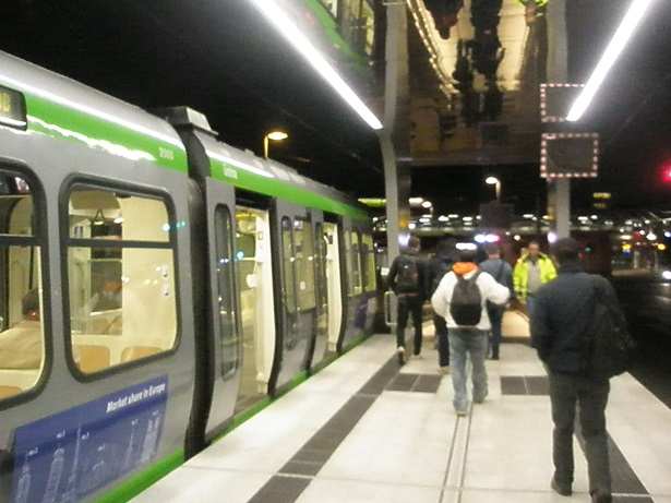 Proj 10 17 Erste Fahrt kurz nach halb sechs viele Fahrgäste.jpg