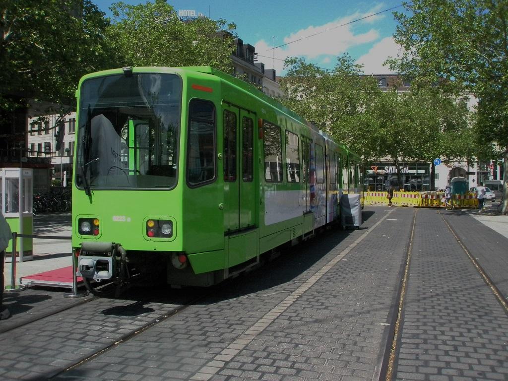 Proj 10 17 20190610 Stadtbahn auf dem Bahnhofsvorplatz zurückgekehrt 4 Baustellenabsperrung.jpg