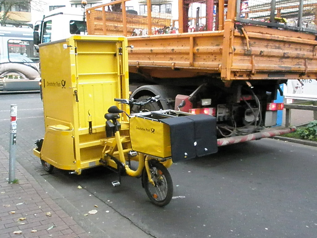 Lastenfahrrad Dreirad Deutsche Post 2.jpg