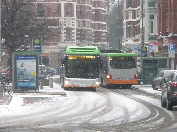 201601 MAN-Hybridbus im Winter.jpg