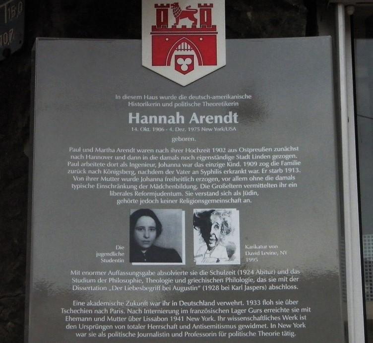 Hannah Arendt Gedenktafel an der Marktapotheke.jpg