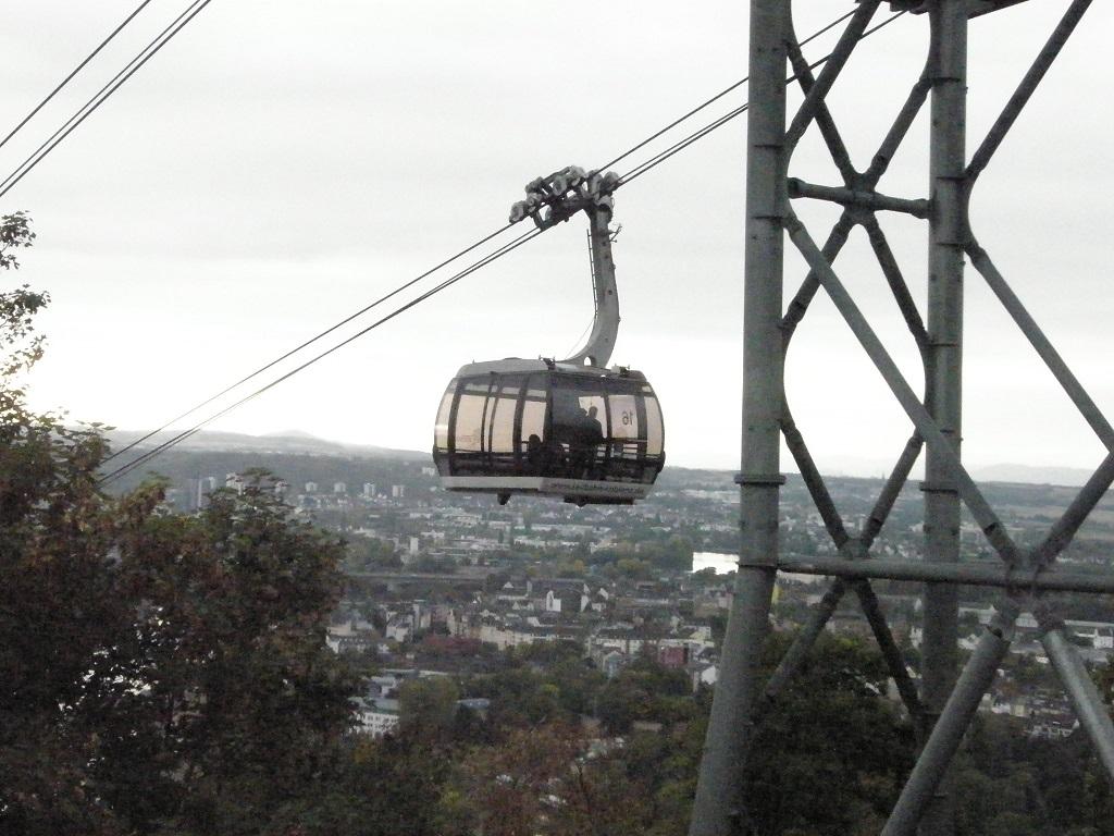 Seilbahn Koblenz kurz vor Ankunft in Bergstation.jpg