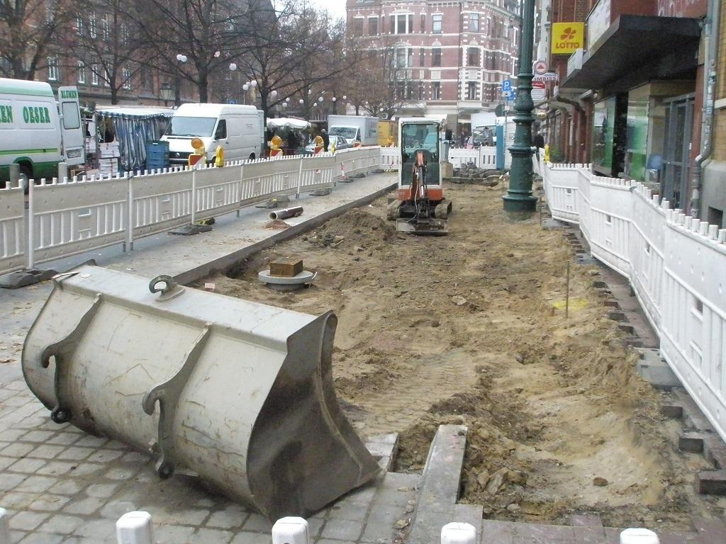 Haltestelle Lindener Marktplatz 2015 Beginn Bauarbeiten Pflaster entfernt.jpg