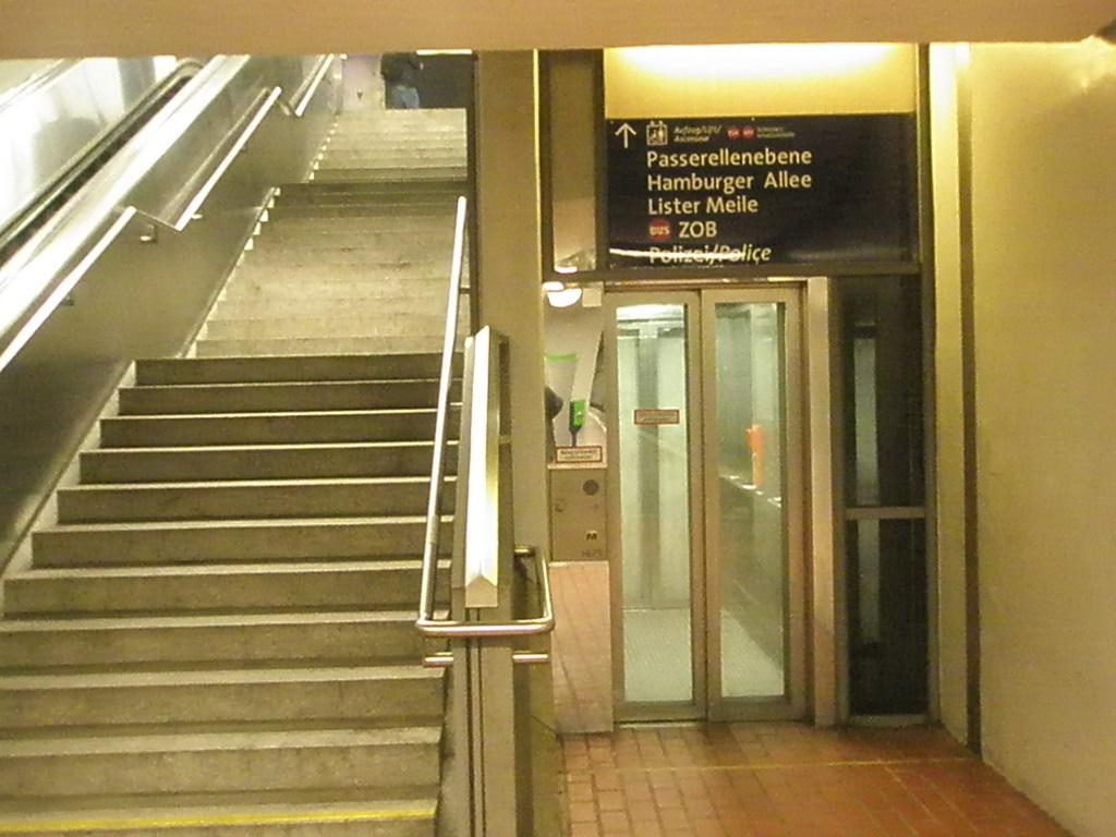 Proj 10 17 Hbf-ZOB neue Treppe zur Untergrundhaltestelle im BauC.jpg