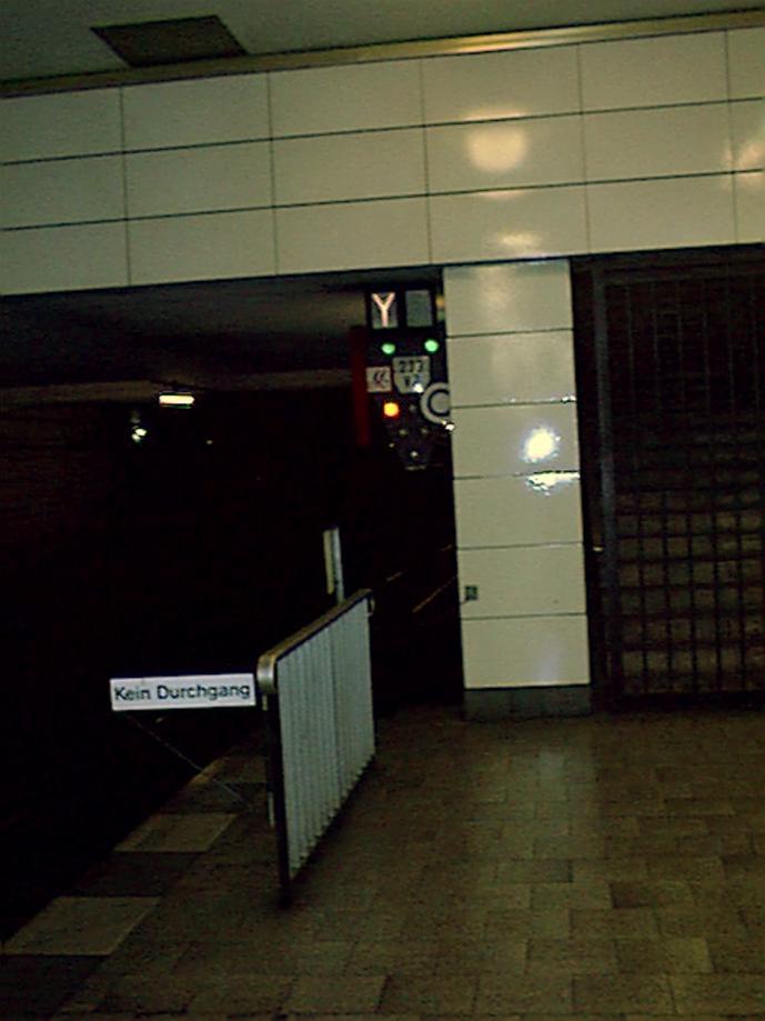 Anhalter_Bahnhof_(003)_8-6-02_12_40.jpg