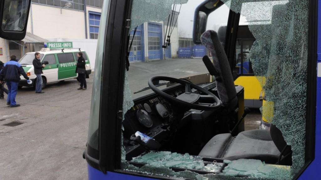 bus-scheibe-1_163219a-1024x576.jpg