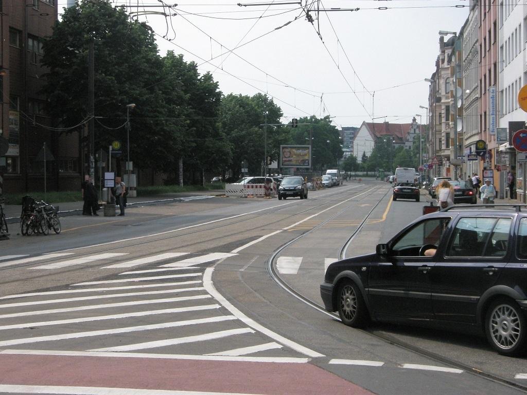 Proj 10 17 Braunstraße beide Stadtbahnfahrspuren für PKW gesperrt.jpg