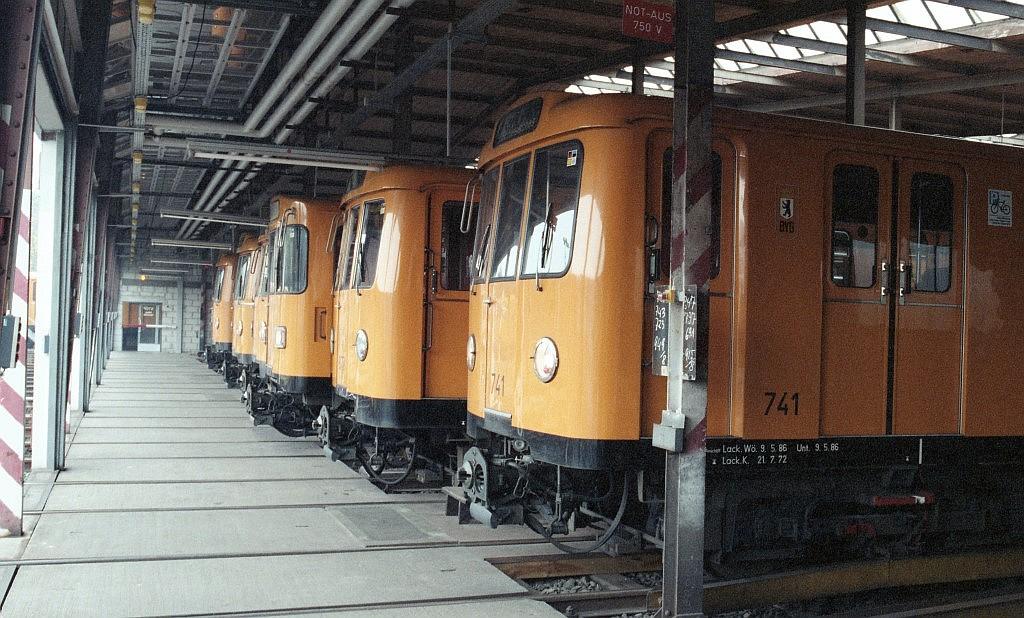 1987-10-26_#2897-02_BVG-Archiv_U-Bahn-Werkstatt-Grunewald (Andere).jpg