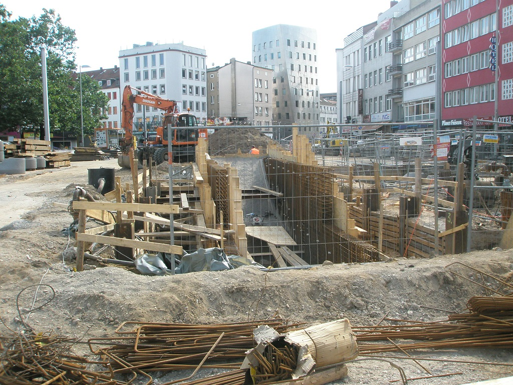 Proj 10 17 Aug 17 Treppenabgang Hbs Steintor.jpg