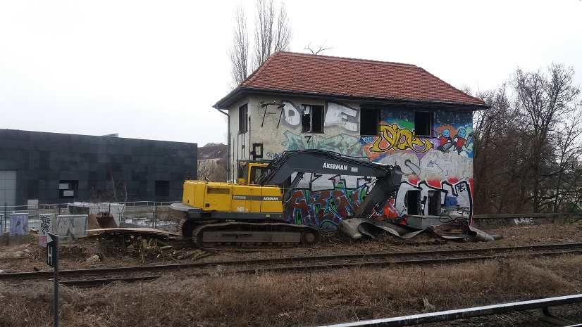 Berlin_Dresdener Bahn_Stellwerk Tfd.jpg