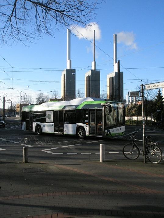 Solaris E-Bus vor Heizkraftwerk Jan 18.jpg