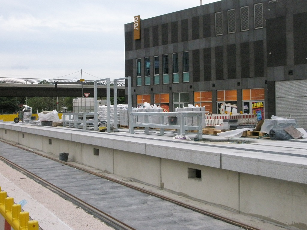 Proj 10 17 2017 Juni HBS Raschplatz erste Aufbauten.jpg