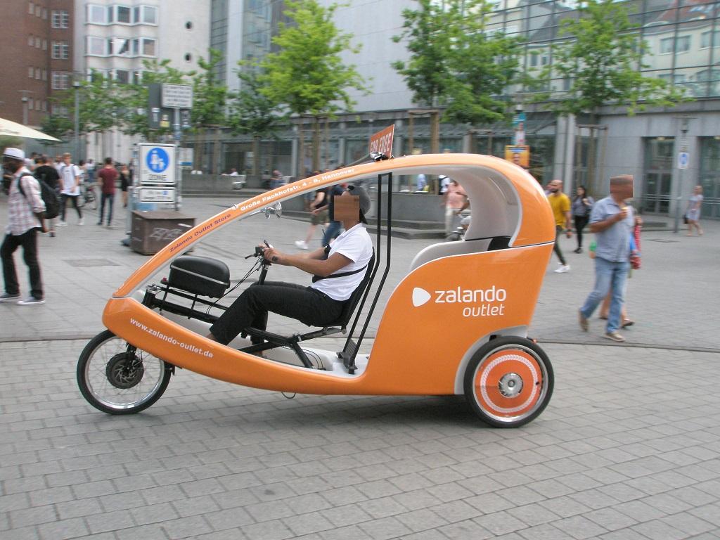 Lastenfahrrad moderne Fahrradrikscha Hannover.jpg