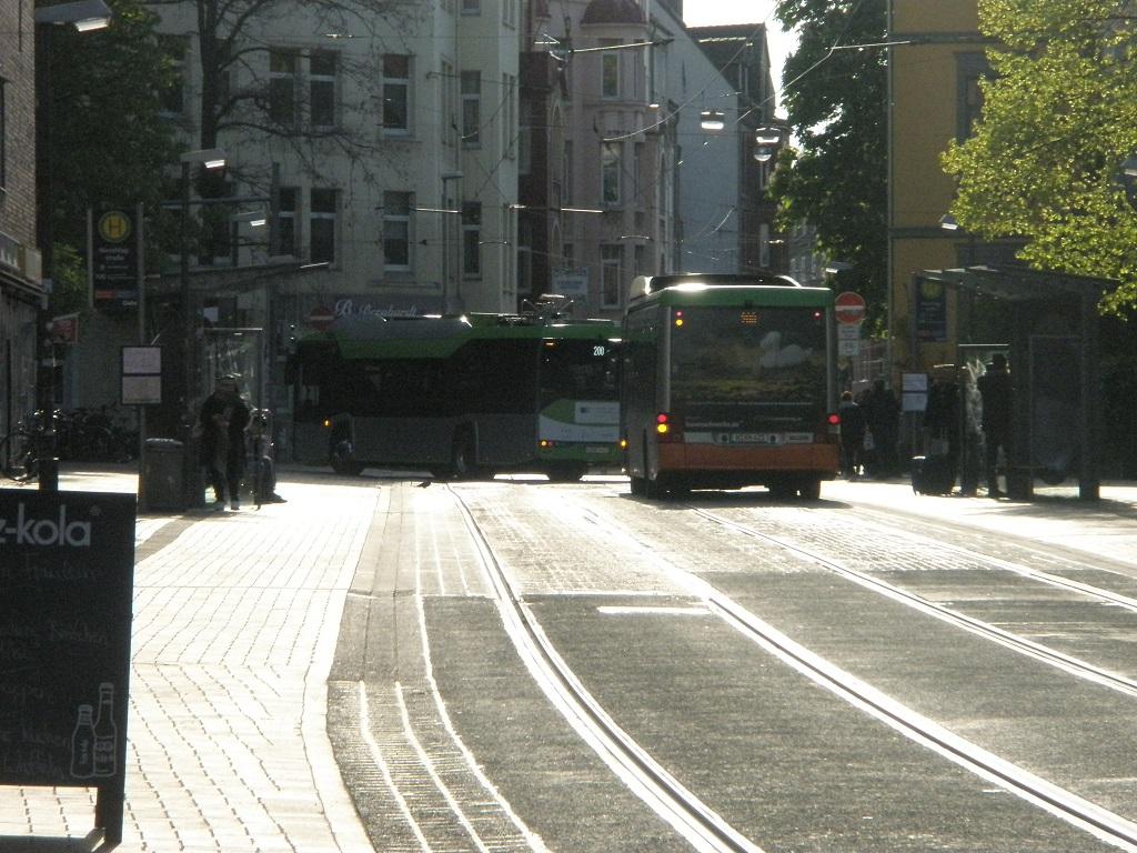 2017 Solaris E-Bus und MAN Hybridbus.jpg