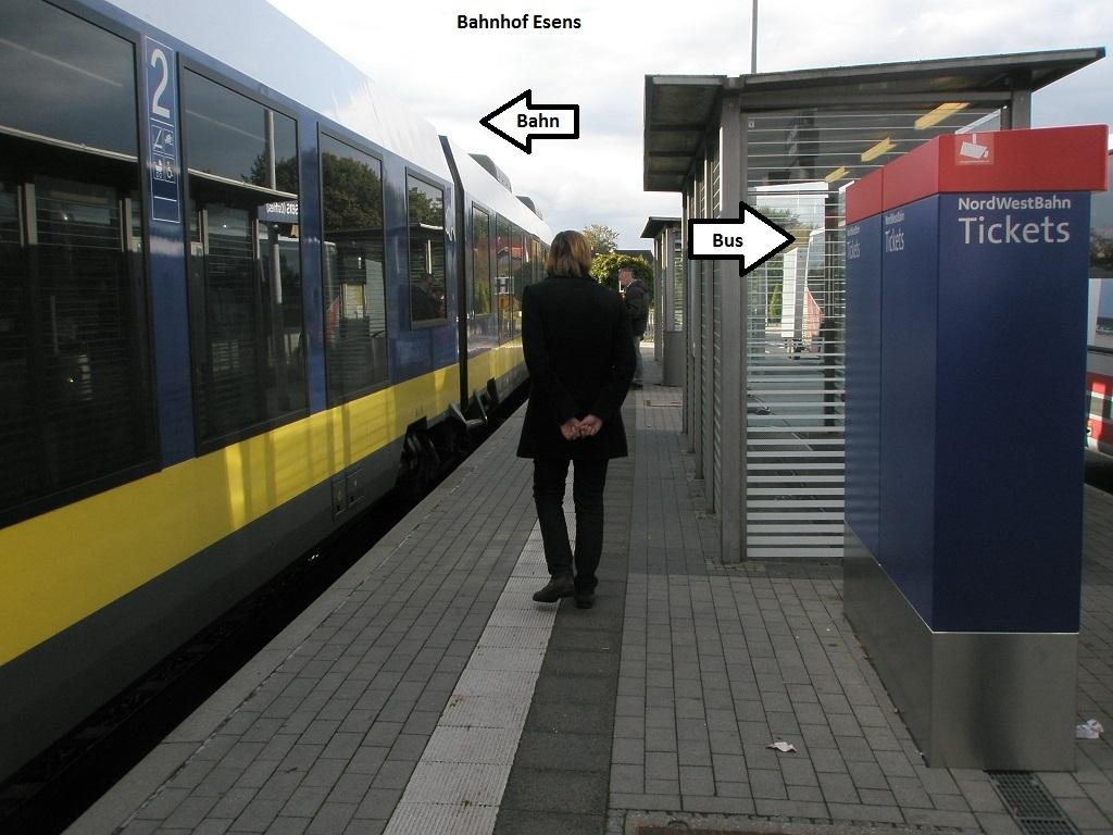 2016 Bahnhof Esens Backe an Backe.jpg