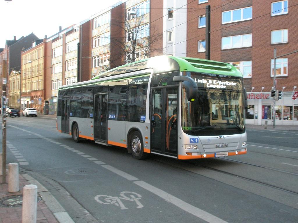 Fahrtzielanzeige weiß MAN-Hybrid aus Hannover.jpg