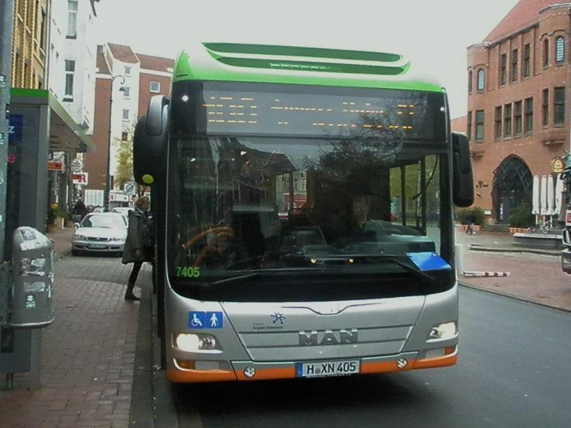 2015 MAN-Hybridbus vor Rathaus.jpg