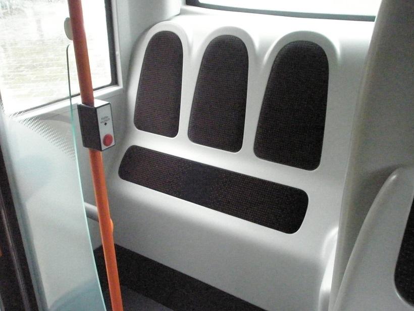MAN Hybrid gepolsterte Stehplätze.jpg