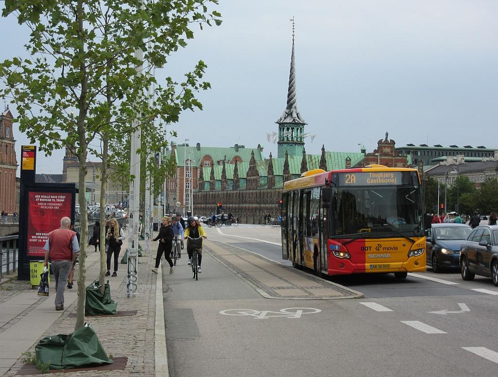 1211 movia Kopenhagen Bushst+Radweg.jpg