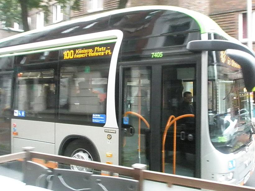 2015 Nov neuer Hybridbus der Üstra.jpg
