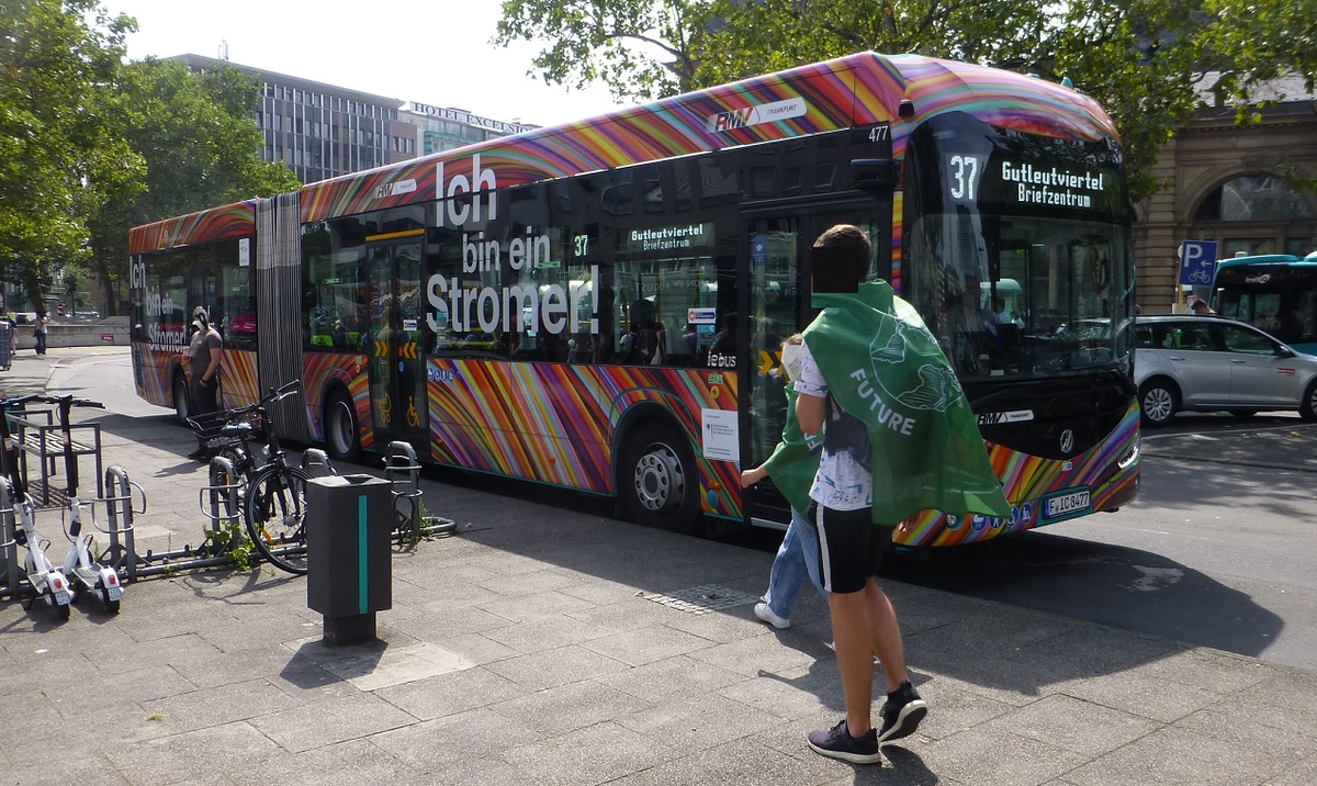 Mercedes E-Bus Irizar Gelenkbus Frankfurt .jpg