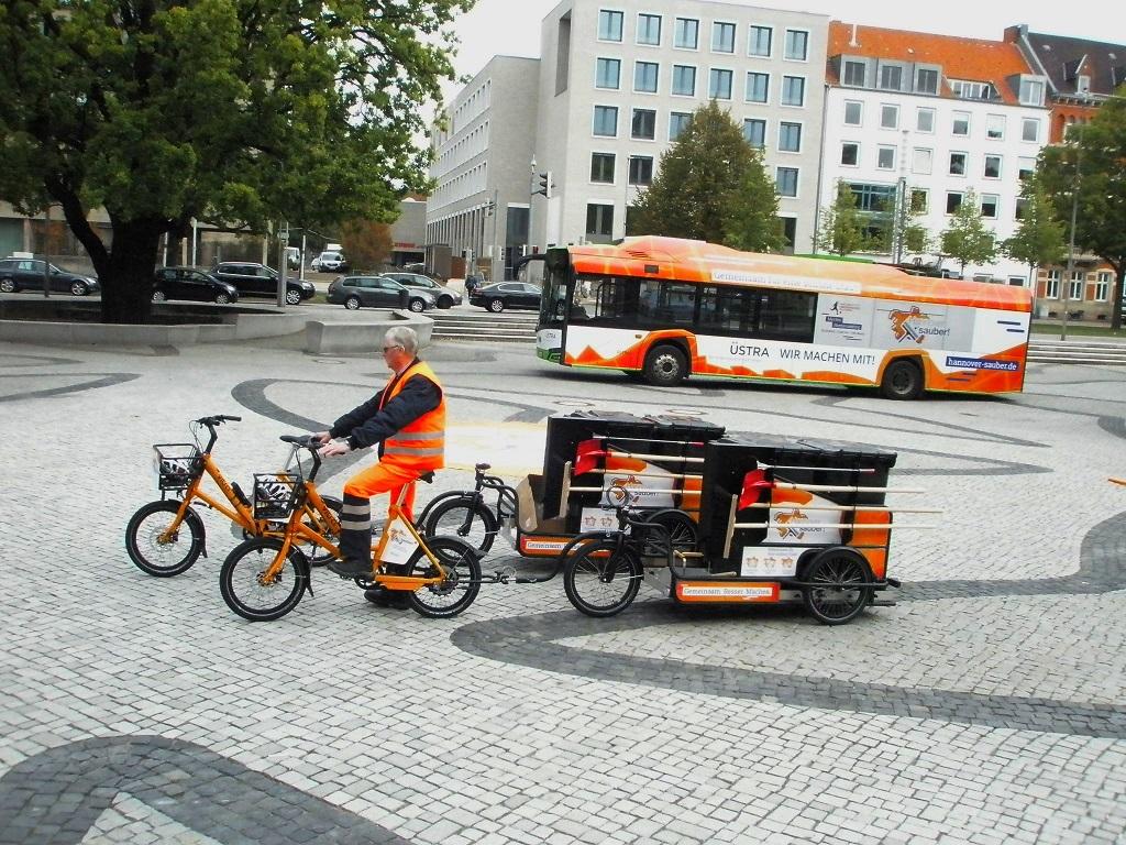Solaris E-Bus mit Hannover-sauber-Werbung.jpg