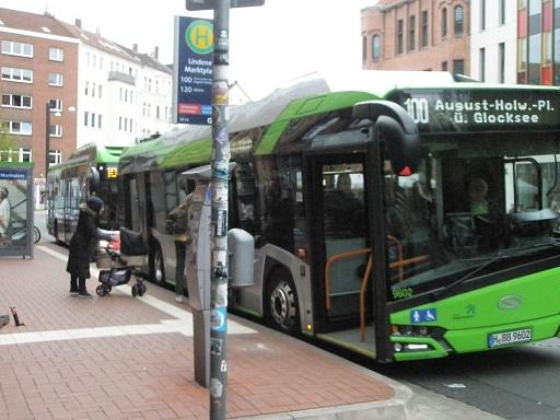 20170418 Solaris E-Bus dahinter MAN Hybridbus.jpg