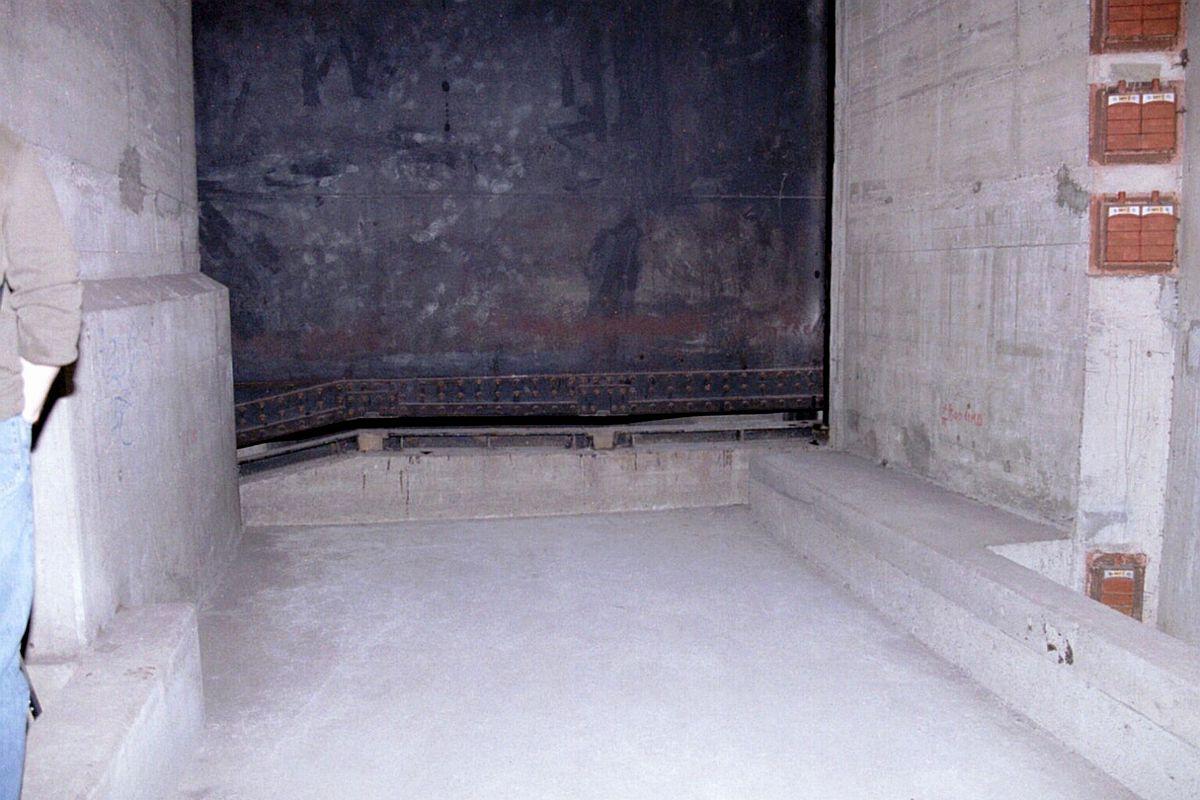 02-2004-05-11-035.jpg