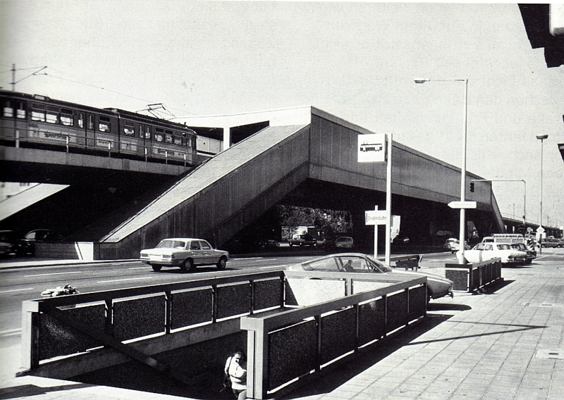 Muggenhof-Tram-Schild.jpg