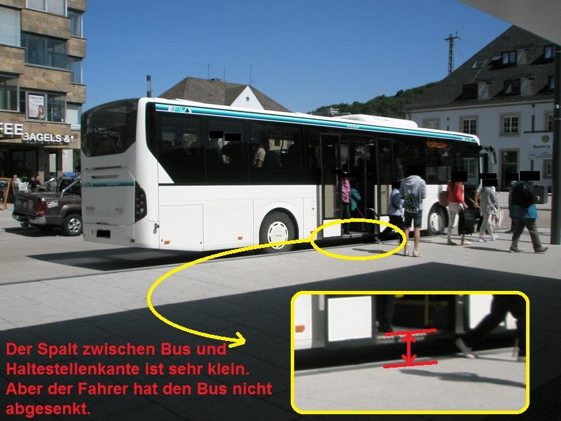 Marburg Bahnhof Volvo Bus nicht abgesenkt.jpg