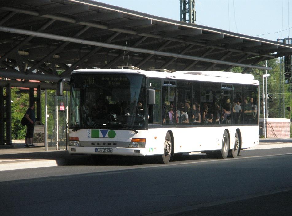 Lüneburg Bahnhof 2015 Setra-Bus mit Doppelhinterachse.jpg