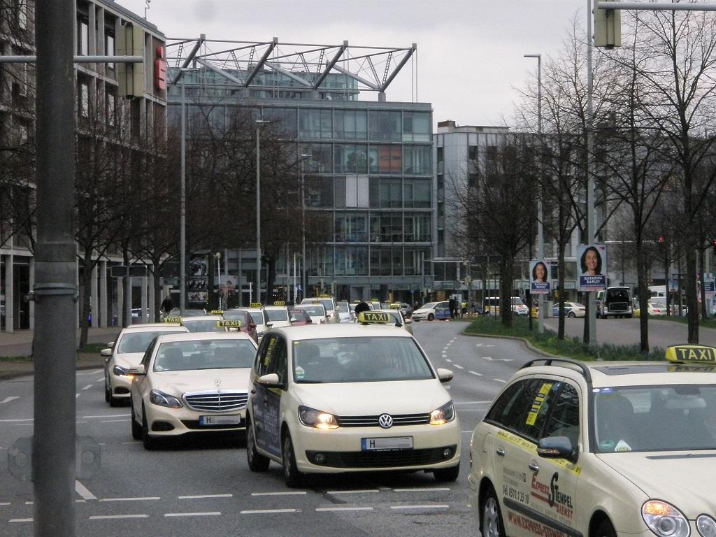 Taxifahrerproteste gegen Scheuers Eckpunkte in H.jpg