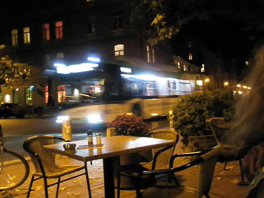 Solaris E-Bus Vorbeifahrt Pariser Platz.jpg