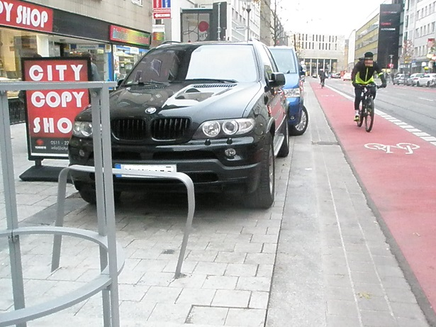 Proj 10 17 Dez 2016 Fahrradbügel beschädigt.jpg