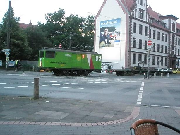 Arbeitswagen der Üstra verlässt Depot Glocksee Aug 2017.jpg