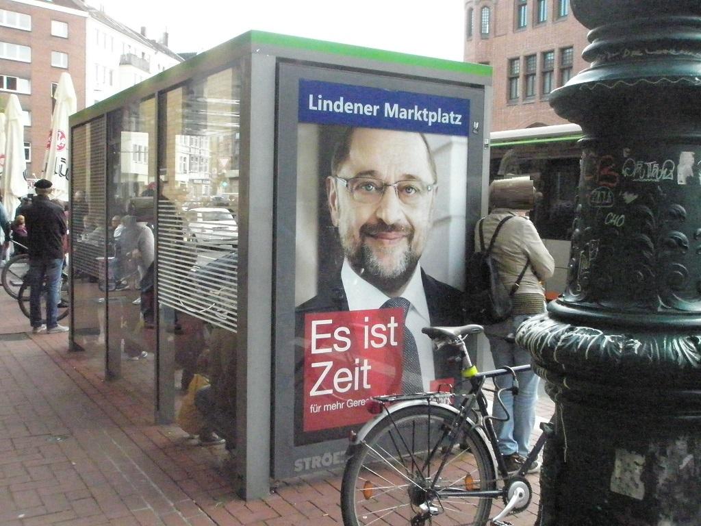 Bundestagswahlwerbung 2017 an der Omnibushaltestelle.jpg