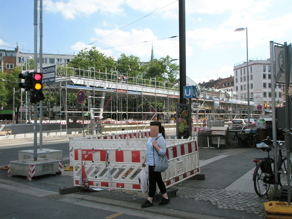 Proj 10 17 Juli 2018 Hochbahnsteigbau Münzstraße.jpg