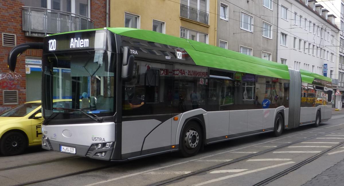 Solaris Urbino 18 IV Hybrid mit neuem Design.jpg