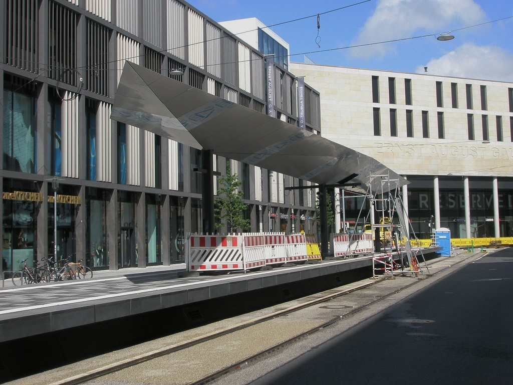 Proj 10 17 2017 Juni HBS Raschplatz Aufbauten Dach fast fertig.jpg
