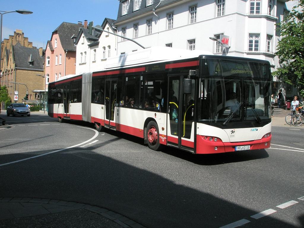Radverkeleidung an Gelenkbus in Marburg Mai 2015.jpg