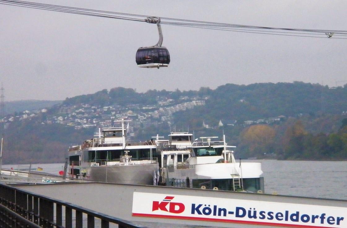 Seilbahn Koblenz Kabine über Schiff Okt 2014.jpg