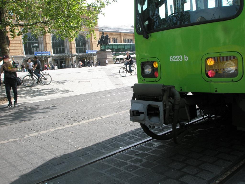 Proj 10 17 20190610 Stadtbahn auf dem Bahnhofsvorplatz zurückgekehrt 1.jpg