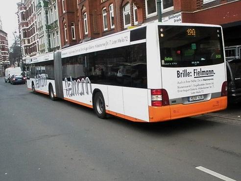 20150301 Gelenkbus mit Fielmannreklame klein.jpg