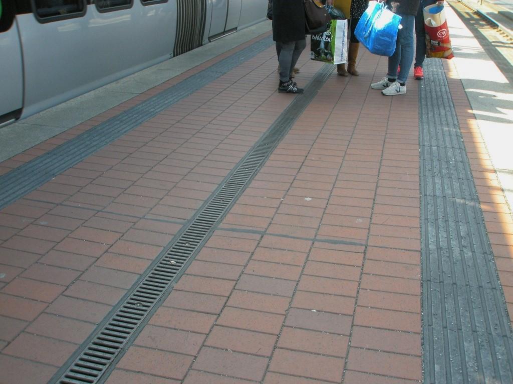 Hochbahnsteig Küchengarten Vorbild Nackenberg rotes Pflaster.jpg